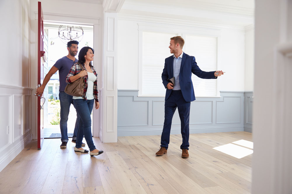What Qualities Do Buyers and Sellers Want in an Agent
