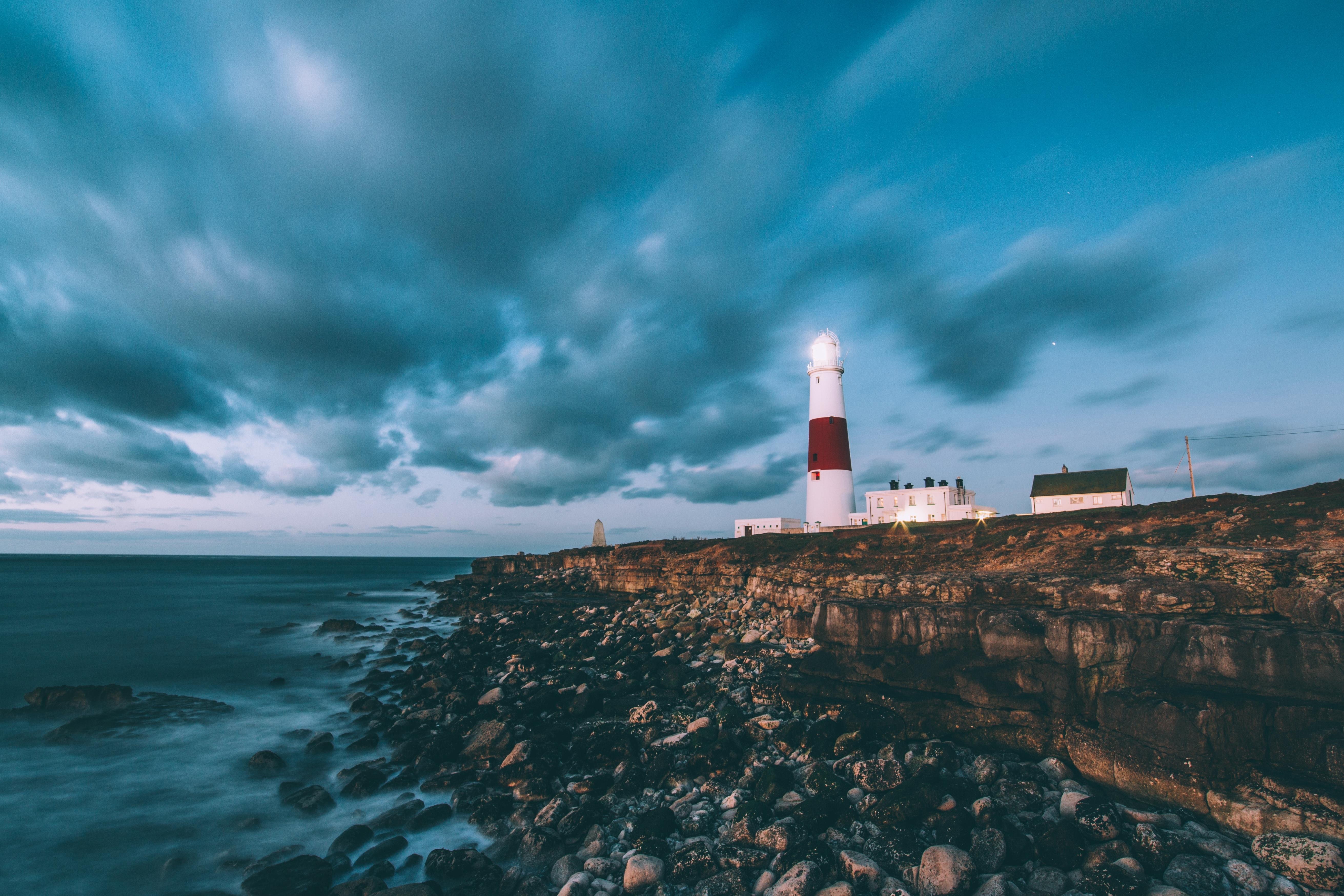 lighthouse-1246049.jpg