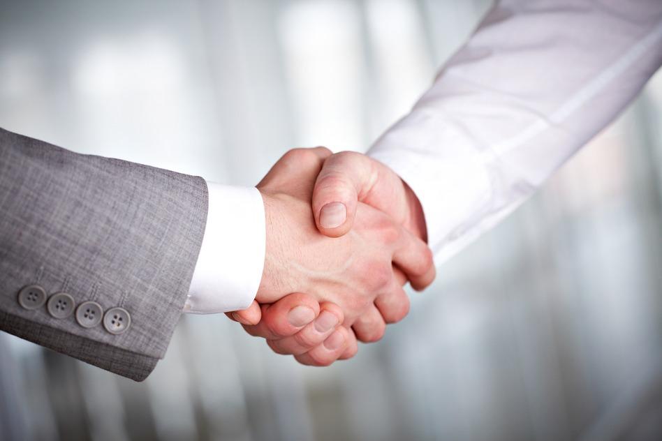 photodune-369921-handshaking-s