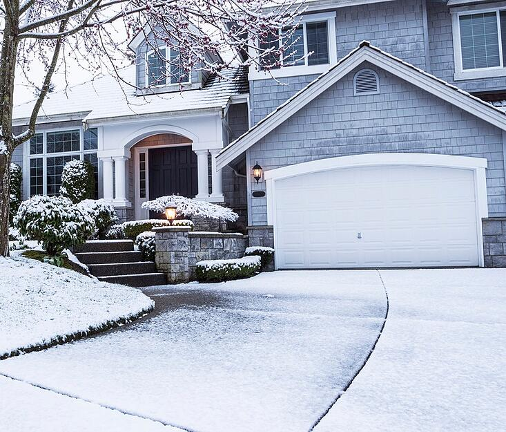 photodune-4387529-snow-on-driveway-leading-to-home-s.jpg