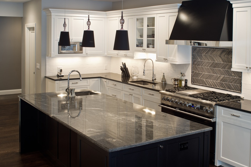 Modern_Kitchen_with_Granite_Countertops